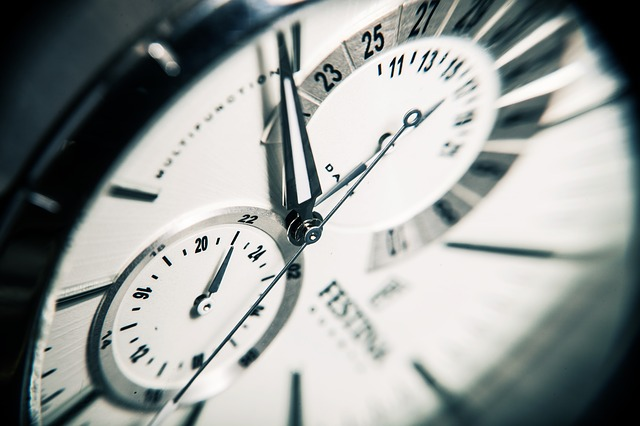 jak vybrat náramkové hodinky