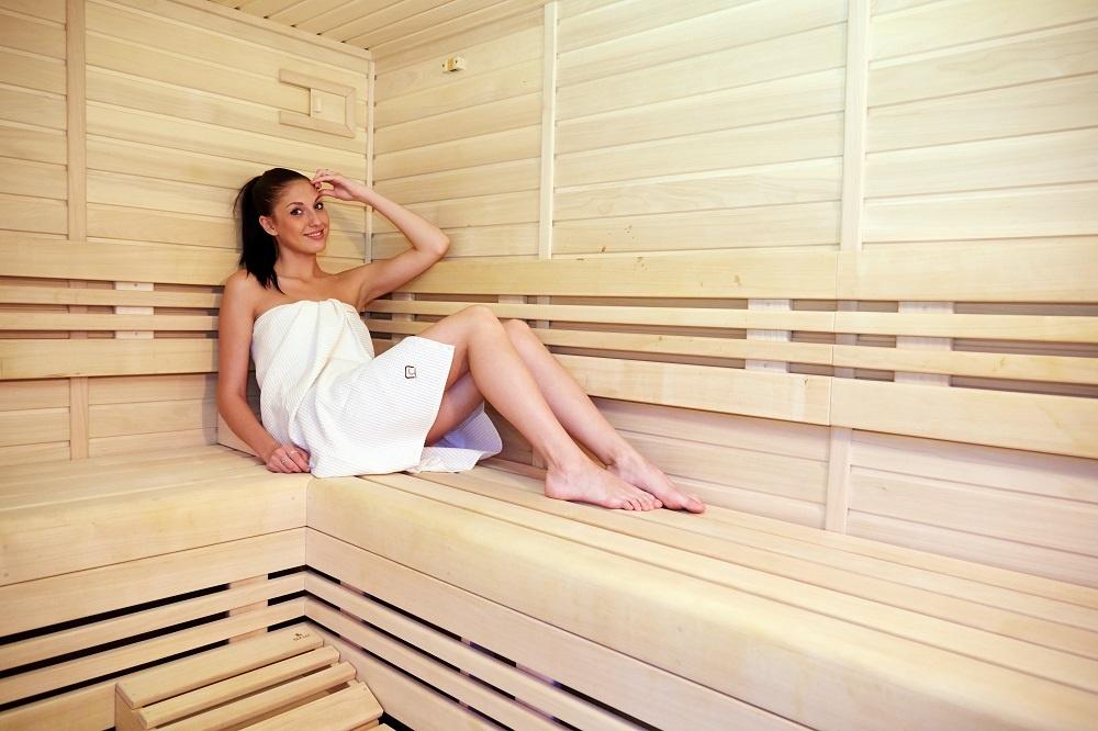 1133-zena_v_saune