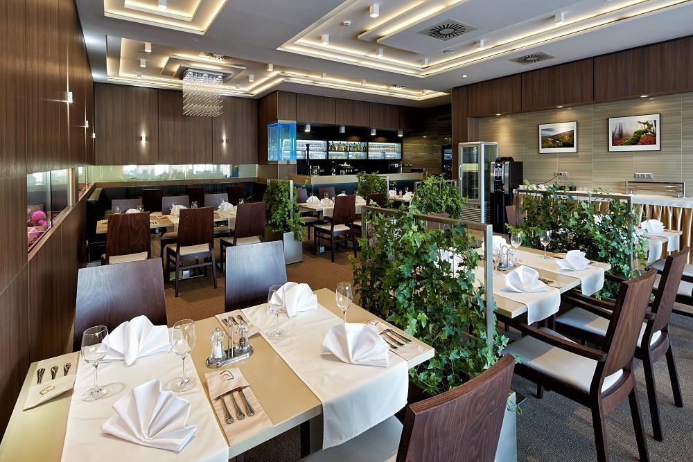 1224-cube-restaurant