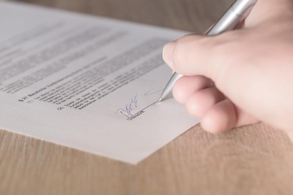 půjčky - podpis smlouvy